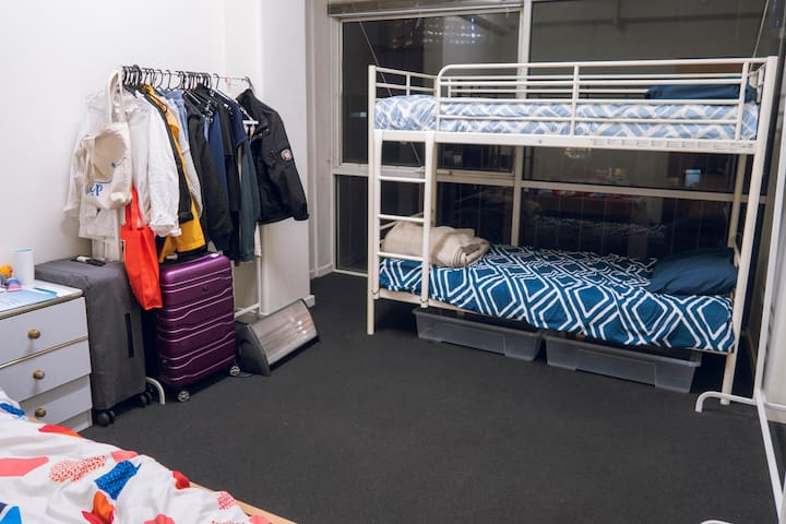Melbourne City Convenience 3Girl room - upper bed