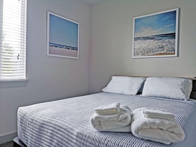Coastal Cove - Luxury Private Room (Near Disney)