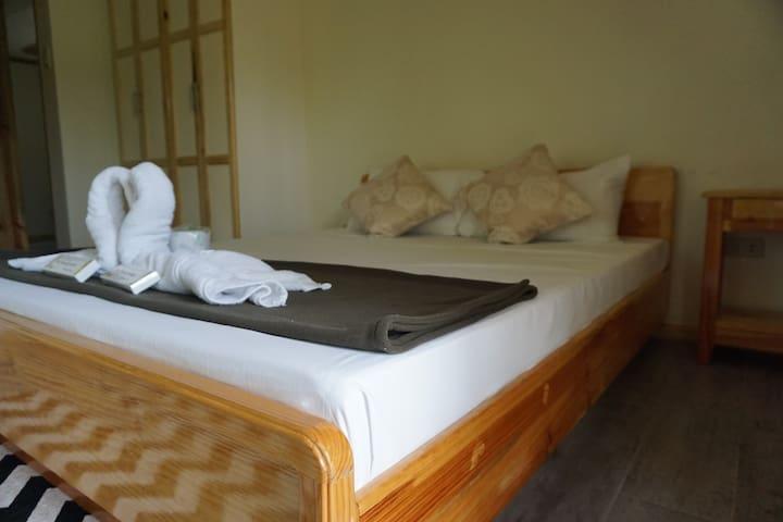 Sagada Blue Mountain Cabins: Balangagan Cave Room