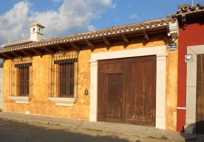 Casa Janis Oro
