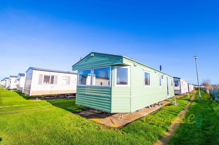 MP4 - Camber Sands Holiday Park - Close to Facilities - Sleeps 8