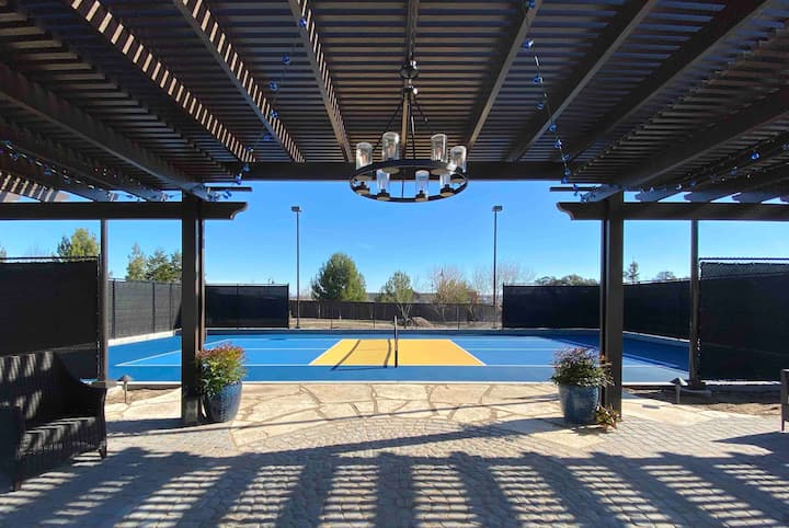 Mission Style Home Private Rms & Pickleball Court