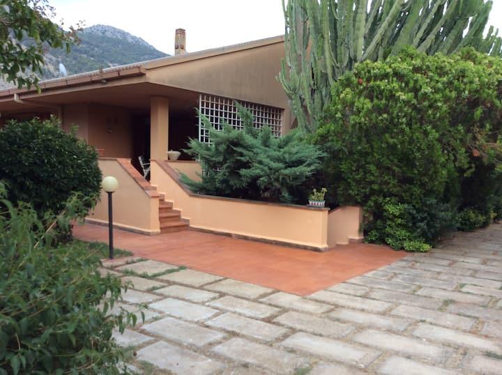 Villa a Mondello con grande giardino