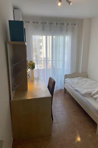 WohnungAltea Schlafzimmer mit Balkon - dormitorio con balcon