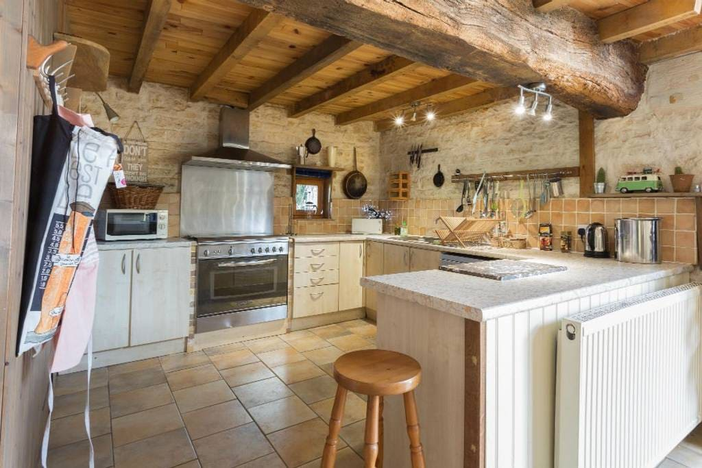 Beautifully appointed kitchen