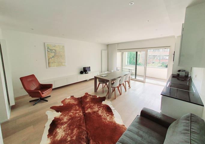 1 Master Bedroom in modern flat with shared spaces