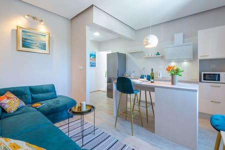 Renovated Modern Apartment Dora