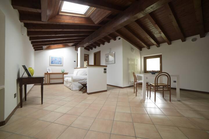 """Appartamento """"La Mansarda"""" in casa del 1700"""