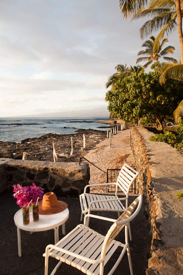 Puako oceanfront cottage with stunning sunsets