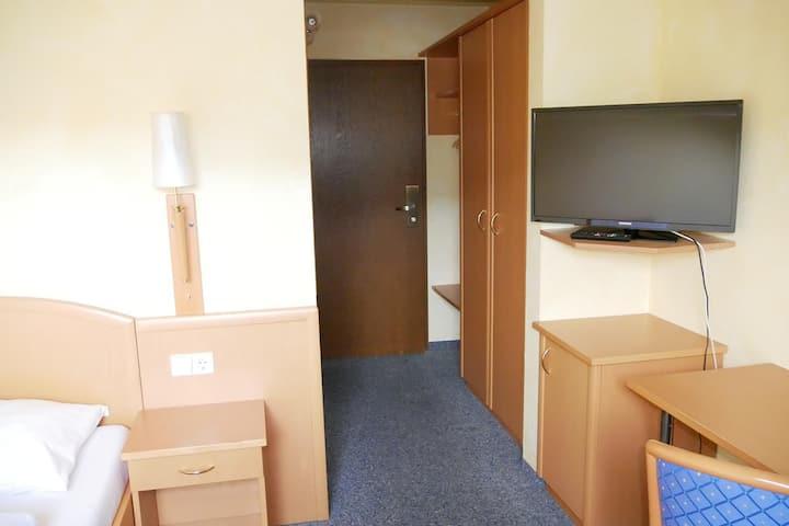 4 Zimmer Ferienwohnung mit Balkon mit WLAN und TV