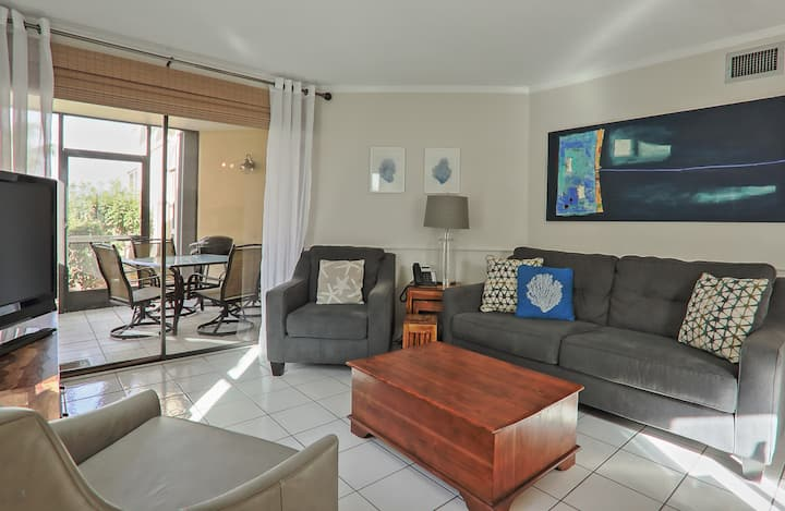 Beautiful Cayman Reef 36 right on Seven Mile Beach