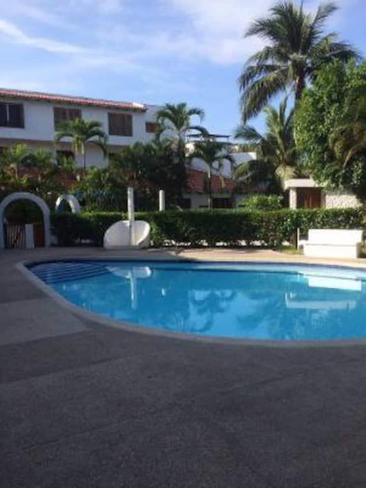 CASABLANCA  6 pax / piscina/ a 20 metros del mar!