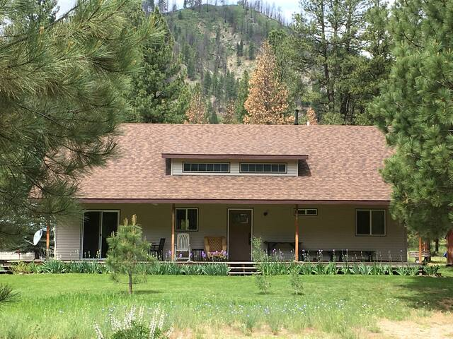 Comfy home next to a river, hot springs & trails.