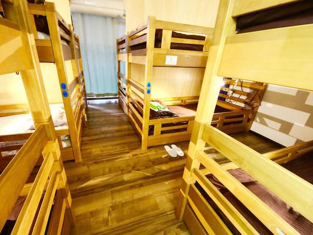 [Free breakfast]10 min from Osaka Station! Women's only Dorm-style room