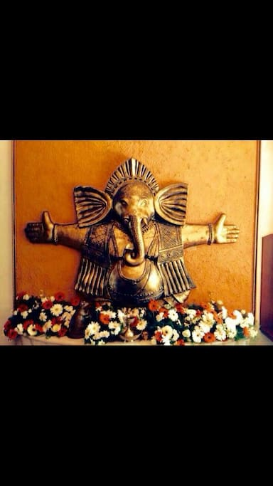 'Poomukham' -  Ganesha idol @ the entrance, hands wide open in Welcome!