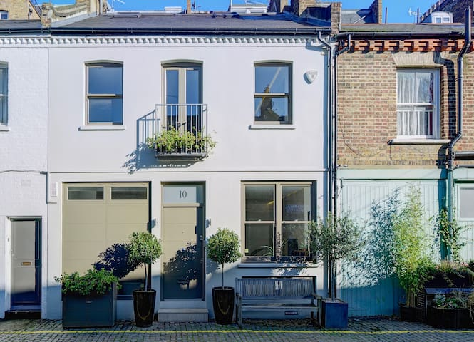 Guidebook for Stylish Kensington Mews