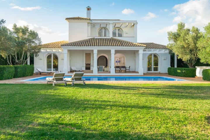 Iris - Pleasant, tranquil villa with pool