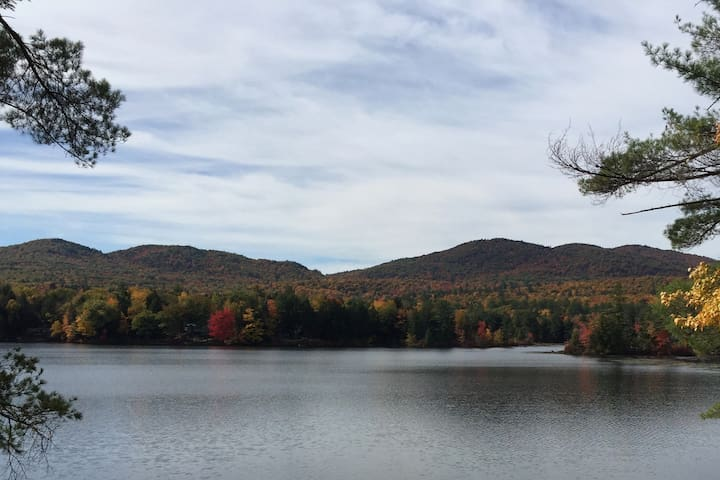 Lake front chalet on Hermit Lake