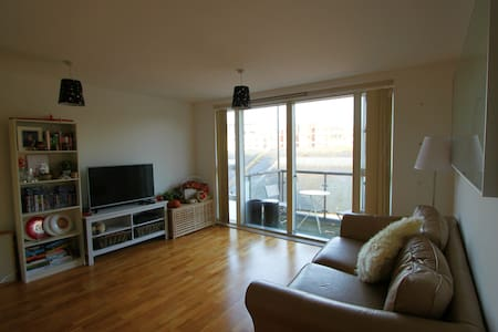 Modern One Bed Apartment In Iconic Queen Square - Bristol