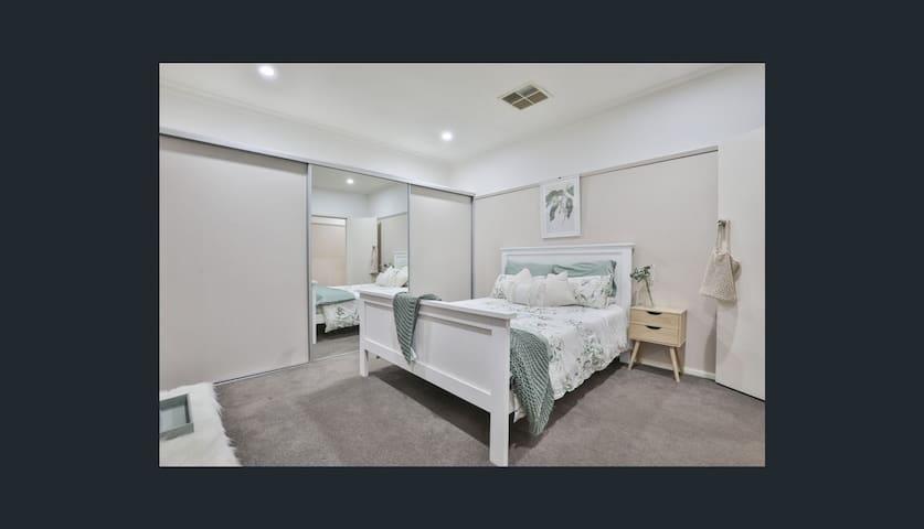 HOUSE NEXT TO MILDURA BASE HOSPITAL
