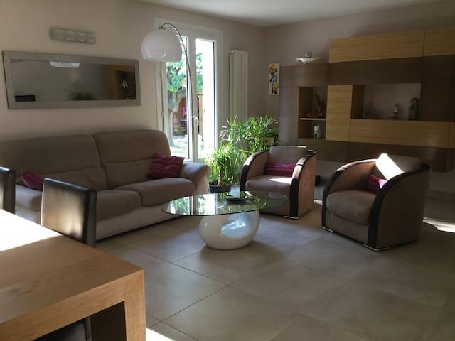 Chambre dans maison Drôme au pied du Vercors - Hostun - Casa