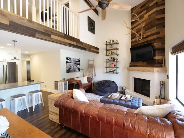 2018 Remodeled Rustic Chic Townhome