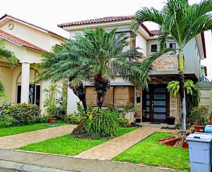 Acogedora casa nueva en Guayaquil sector exclusivo