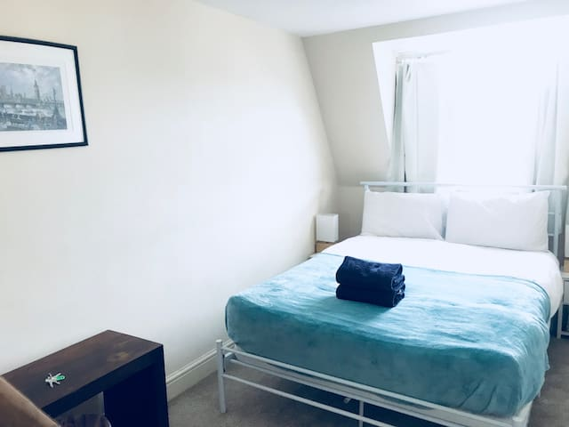 2 minutes Walk to Big Ben Lovely Double Room