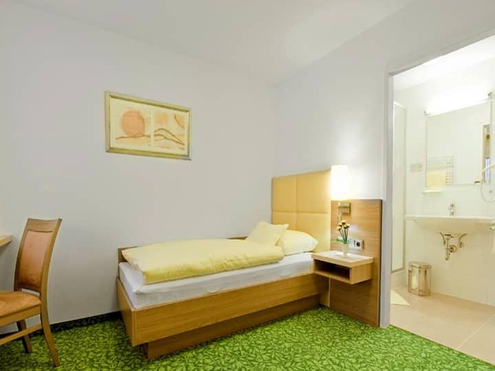 Hotel Sonnenhof, (Timelkam), Einzelzimmer 10qm, mit Dusche/WC