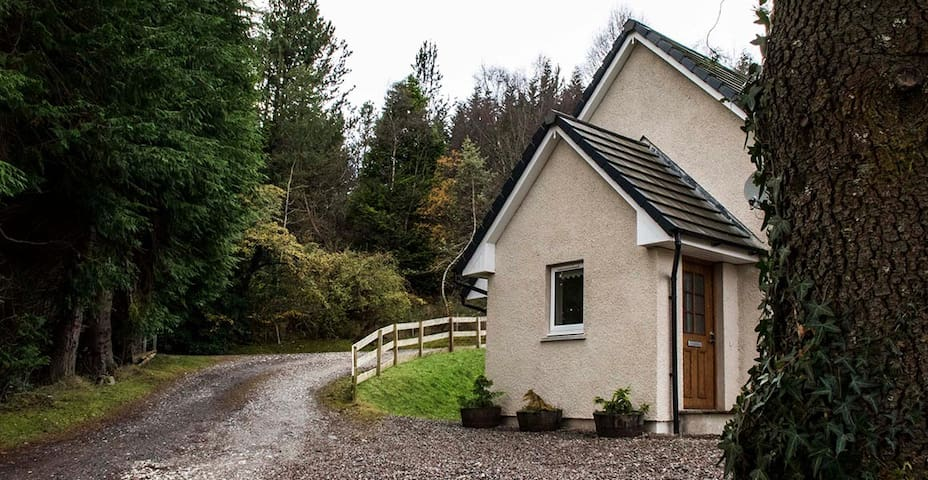 Shinglebay Cottage - Lochs and hills