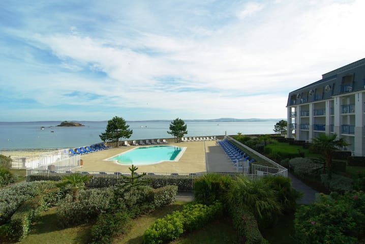 Appartement + loggia  face mer avec piscine - Douarnenez - Apartment