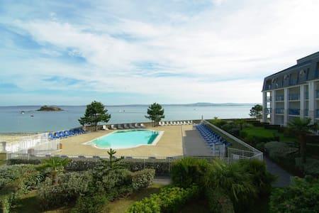 Appartement + loggia  face mer avec piscine - Douarnenez