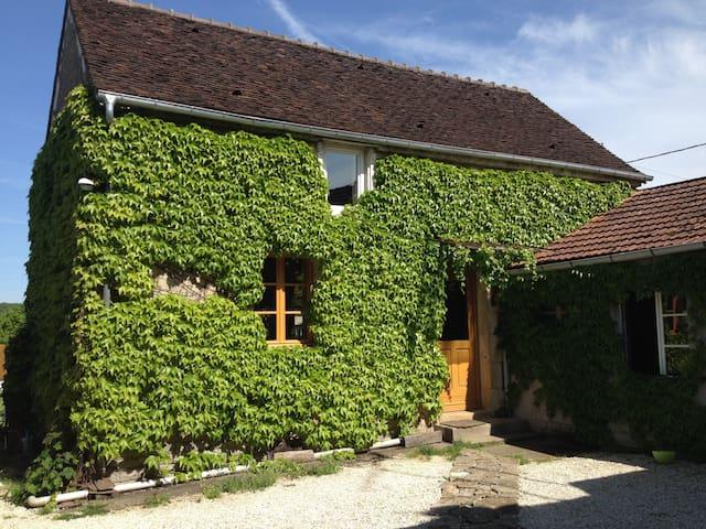 Maison près de Vézelay 75 m2 Jardin au calme
