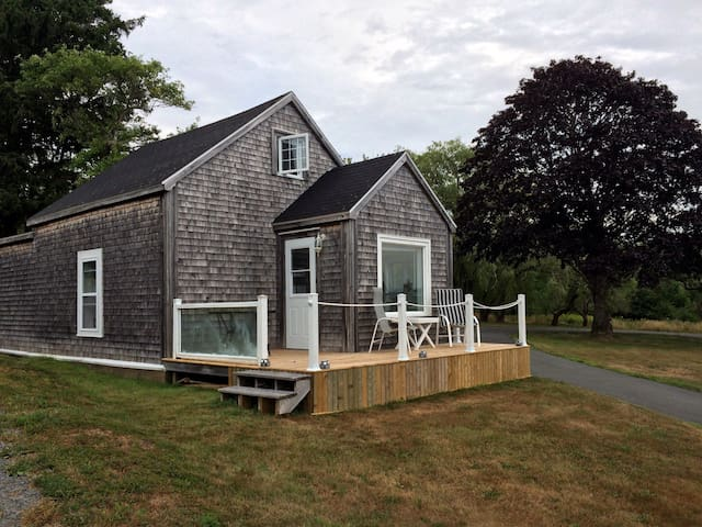 Ocean front cottage,  Mahone Bay