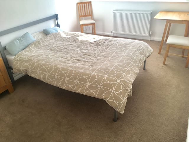 Big Double ROOM London-Mitcham