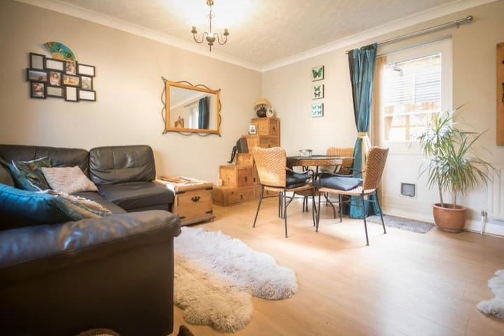 Bright double room in beautiful East Dulwich
