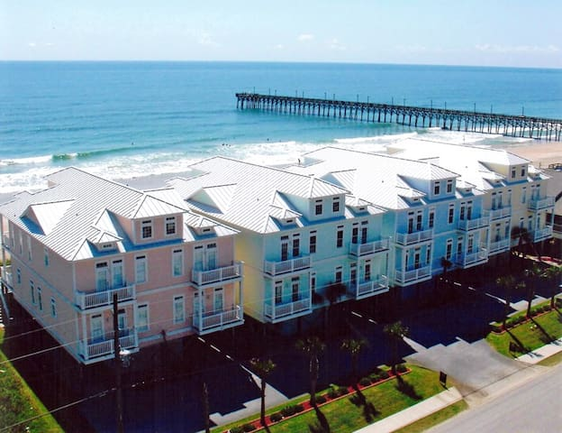 5 bedroom directly on beach close to restaurants and stores
