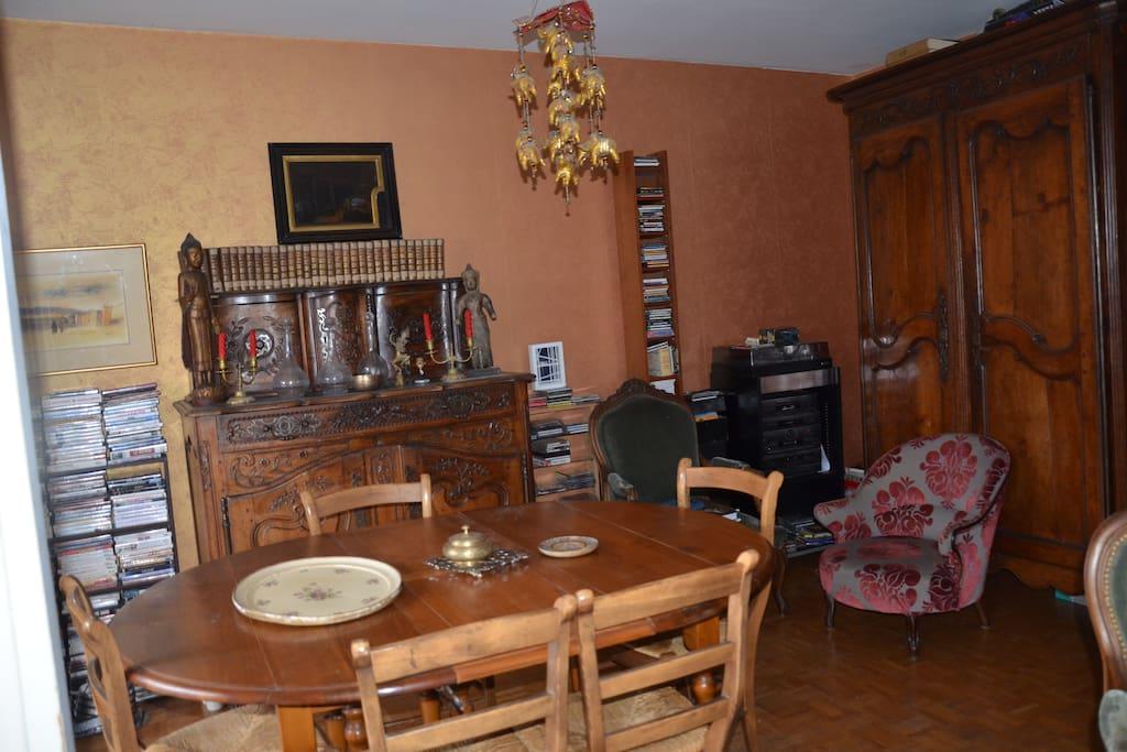 salle à manger    table à rallonges   meubles de famille