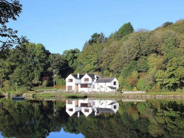 CARNE MILL, pet friendly, with open fire in Manaccan, Ref 959393