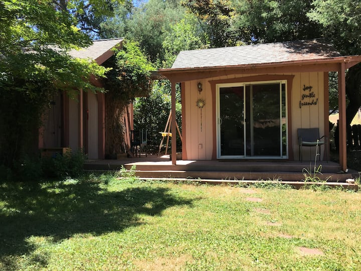 Charming Garden Cottage in Fair Oaks