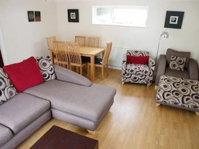 MAWGAN PORTH BUNGALOW-amazing beach location/pool - Mawgan Porth