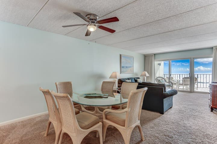 Furniture,Chair,Ceiling Fan,Couch,Table