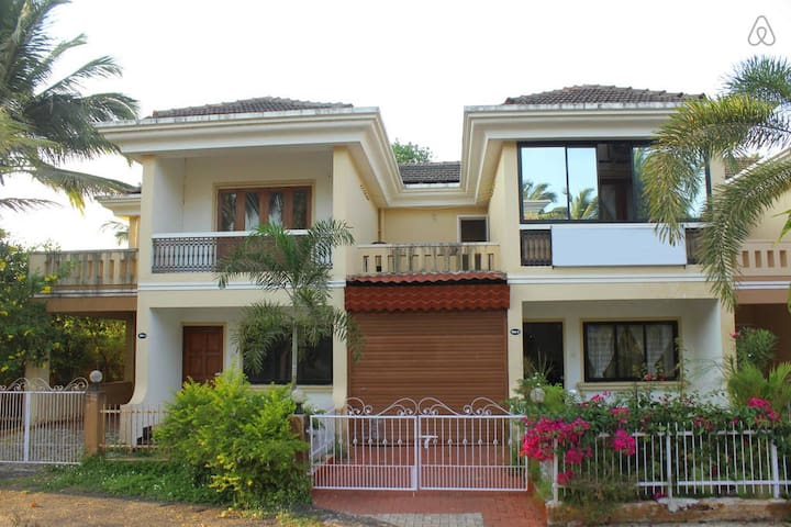 STONE THROW FROM BEACH COMFORT HOME STAY