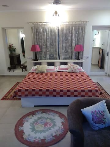 Single Room in Villa