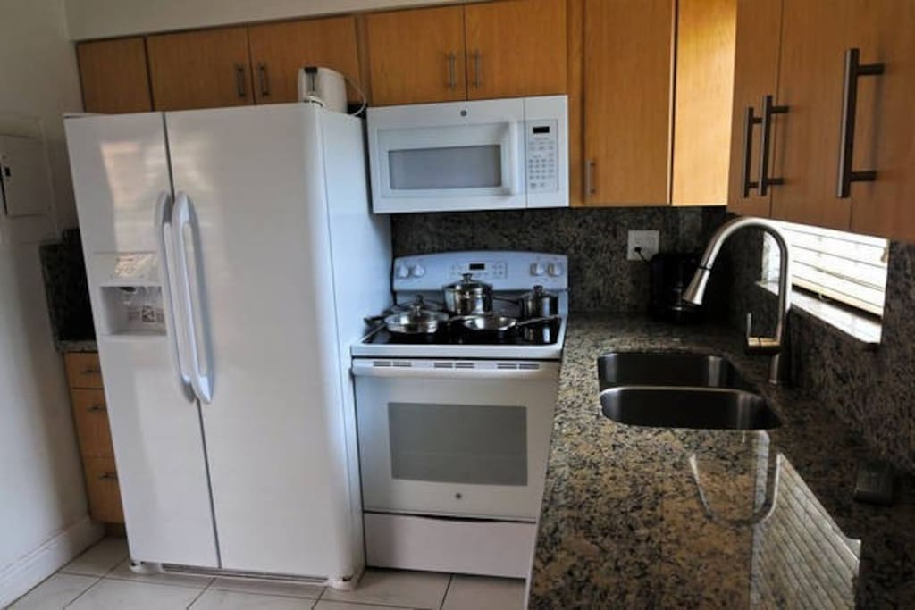 UPDATED FULL KITCHEN WITH GRANITE COUNTERTOPS AND ALL NEW APPLIANCES