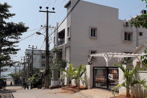 An A.C Studio Home on the Beach Road