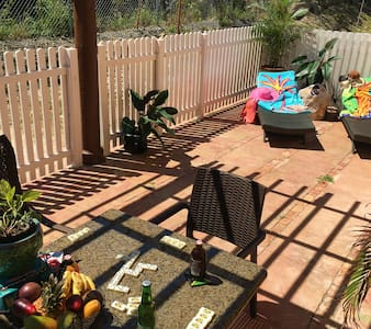 Comfortable HOLIDAY HOME with enclosed Back Patio! - 法尔茅斯(Falmouth) - 独立屋