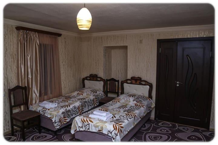 Lyusi Hostel трехместный номер