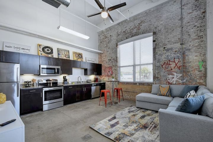 ⭐RIVER WALK | COOL FLAT NEAR DOWNTOWN ATTRACTIONS