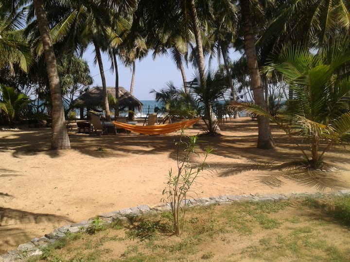 "Mamboz Beach Cabanas - ""Nantonaku"""